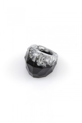 Black ring with silver flakes