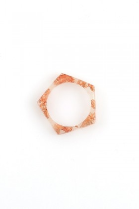 Ring with rose gold flakes