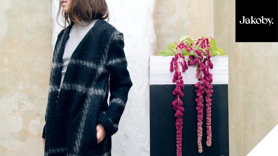 Jakoby - vlněné kabáty a košilové šaty