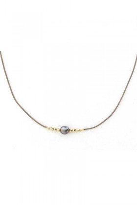 Necklace with pearl and gold beads