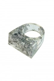 Transparent ring with silver flakes