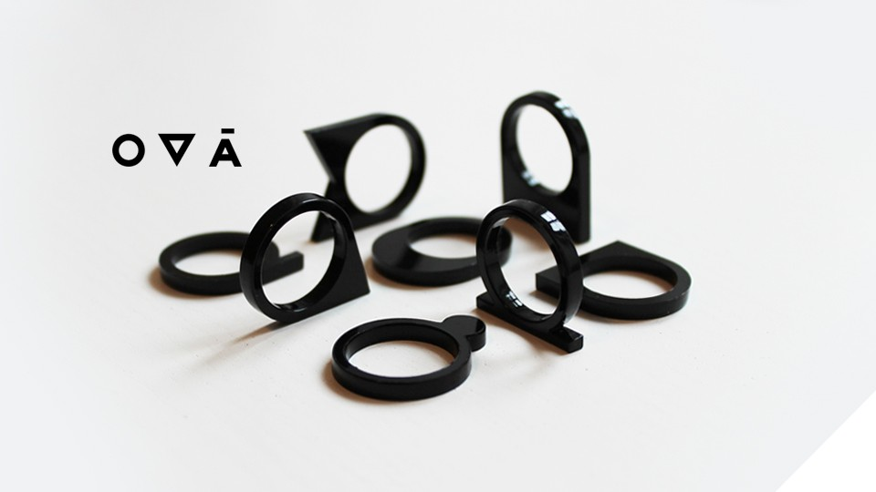 OVÁ - minimalistické prsteny z plexiskla